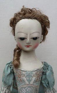 Une poupée du 17ème siècle qui symbolise Isabelle dans sa rage de voir Valmont lui échapper entre les doigts.