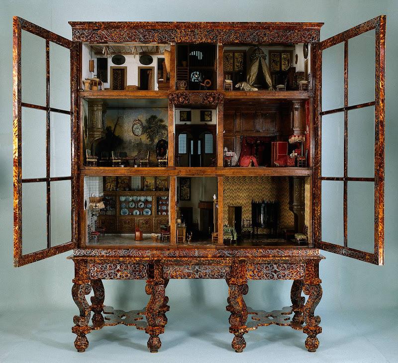 Une maison de poupées hollandaise du 15ème siècle, objet central de la partie consacrée au père d'Isabelle dans le tome 2 des Liaisons.