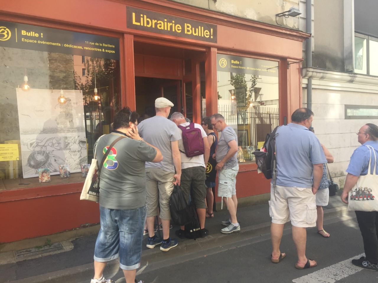 En attente de dédicace à la librairie éphémère © Bdotaku